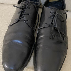 extremely gorgeous genuinely leather lace up by Tods made in Italy size 42.5in excellent condition