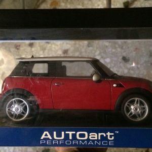MINI COOPER S 2006 SUNROOF / AUTOart / 1:18 - CHILI RED/WHITE ROOF/BLACK STRIPES / DIECAST