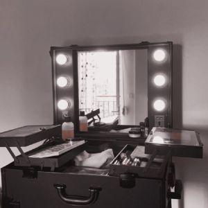 Βαλίτσα μακιγιάζ με φώτα