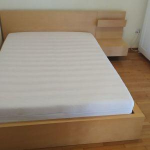 Κρεβάτι ΙΚΕΑ μαζί με το κομοδίνο και ανατομικό στρώμα