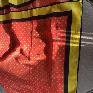 Carolina Herrera Μεταξωτό μαντήλι 85x85