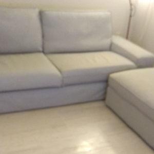 Καναπές τριθέσιος και υποπόδιο με αποθηκευτικό χώρο
