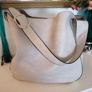 Μεγάλη γυναίκεια τσάντα