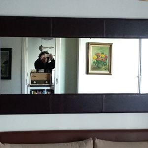 Καθρέφτης με δερμάτινη κορνίζα