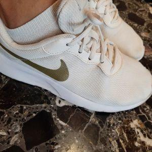 λευκά αθλητικά παπούτσια nike no 39