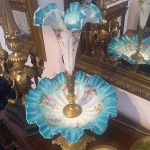 Συλλεκτική Μεγαλη Οπαλινα Συντριβάνι με ανάγλυφη ζωγραφική σε μπλε με λευκό χρώμα! Το Ύψος της:0,51εκ