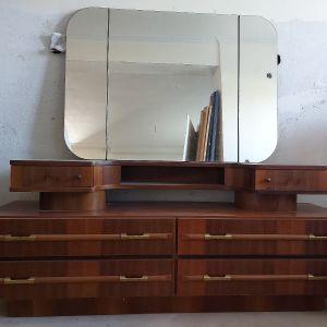 Τουαλέτα με διπλή συρταριέρα