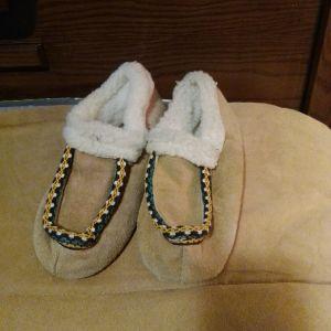 Παντόφλες δερμάτινες γούνινες από Μαγιόρκα Ισπανία 34 νούμερο για κοριτσάκια ολοκαίνουργιες αφορετες πολύ ζεστες