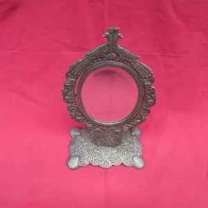 Μπρούτζινος επιτραπέζιος καθρέφτης του γνωστού μεταλλοπλάστη - γλύπτη Ι. ΔΟΥΑΤΖΗ.