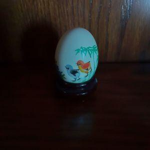 Ζωγραφισμενο στο χερι κινεζικο αυγο