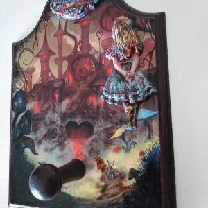 Κρεμάστρα 14×20.Alice   in Wonderland
