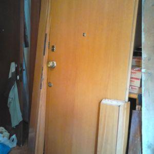 πορτα ασφαλειας καφε μαονι,με κασα και πασκια και 2 κλειδαριες μια τριαινα  2,06x0,95x0,20