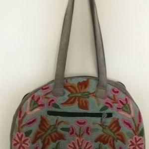 Τσάντα με κέντημα