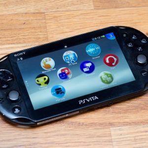 Ps vita 2000, 16gb, 2 παιχνιδια, φορτιστη, θήκη και προστατευτικα μοχλων