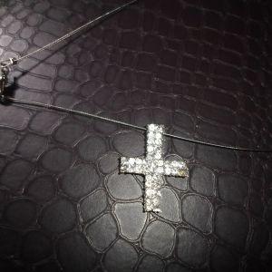 Σταυρός με με πέτρες και αλυσίδα σύρμα
