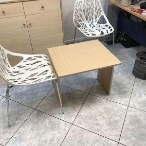 Σετ τραπεζάκι με τρεις καρέκλες από inox και pvc σε άριστη κατάσταση