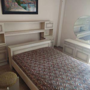 Κρεβατοκάμαρα vintage δεκαετίας 1970. Κρεβάτι 1,40 επί 1,90 κομοδίνα, τουαλέτα, σκαμπό.