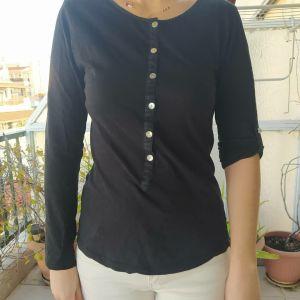 Μακρυμανικο μαύρο, ψιλό μπλουζάκι με κουμπάκια μπροστά