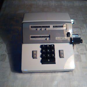 Παλιός μηχανικός υπολογιστής (calculator) OLYMPIA