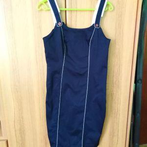 φόρεμα μπλε σκούρο με λεπτομέρειες
