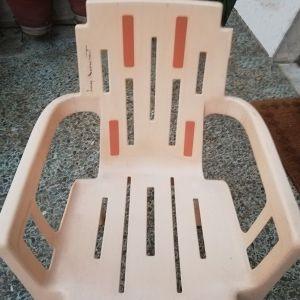 Εξάδα καρέκλες πλαστικές,