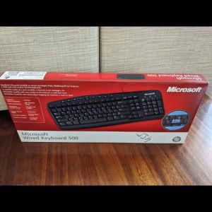 Πωλείται πληκτρολόγιο Microsoft wired 500