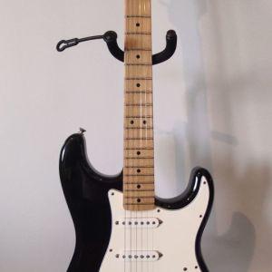 Κιθάρα fender stratocaster mexico, με σκληρή θήκη και ενισχυτή.