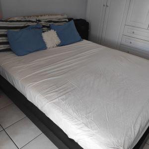 Κρεβάτι με στρώμα και ταβλες