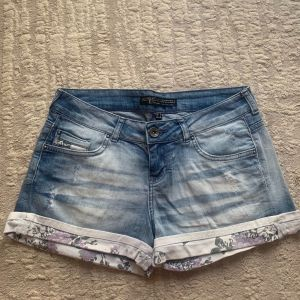 Jean shorts size 38