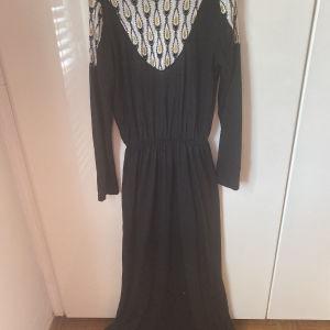 Nidodileda Vintage φόρεμα μαύρο με παγιέτα, ξώπλατο/ Nidodileda vintage black maxi dress with sequin details