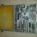Εργαλειοθήκη καινούργια με εργαλεία σε βαλίτσα