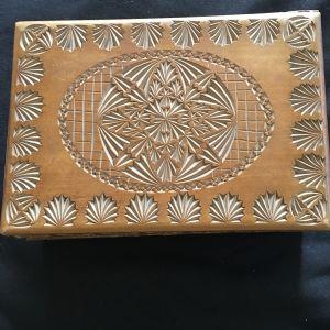 Ξυλόγλυπτο κουτί vintage