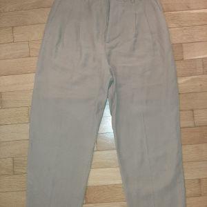 παντελόνι στο χρώμα της αμμου