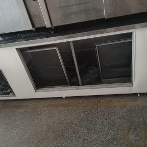 Ψυγείο επαγγελματικο τοσταδικο με καινούργιο compressor και εδώ τερικη turbina αντί ανεμιστήρα καινούριες σχάρες άριστη κατάσταση λειτουργικο
