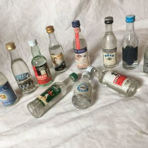 11 διαφορετικά vintage μπουκαλάκια μινιατούρες από ΟΥZΟ