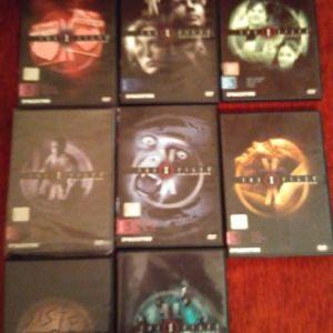 """Συλλεκτικα DVD """"The x-files"""" σε κασετινα πολυτελειας (καθε κασετινα 1 dvd - 4 επεισοδια). Σε εξαιρετικη κατασταση. Κυκλοφορησαν απο την De Agostini το 2006. 6 κυκλοι επεισοδιων, 50 ευρω καθε κυκλος."""