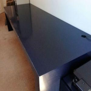Γραφείο/επιφάνεια εργασίας με πλαϊνά πόδια στήριξης σε χρώμα σκούρο μπλε