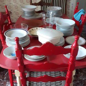 Τραπέζι κόκκινο κουζίνας με καρέκλες 1970