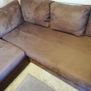 Καναπές γωνία 2.50 × 2.80 χρώματος καφέ, Alcantara σε άριστη κατάσταση.