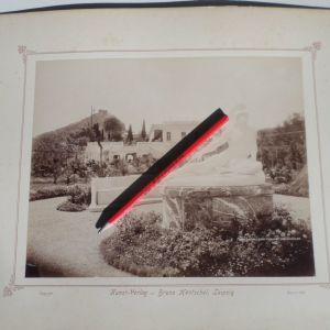 ΠΑΛΙΕΣ ΦΩΤΟΓΡΑΦΙΕΣ. ΚΕΡΚΥΡΑ, ΑΧΙΛΛΕΙΟ. ΦΩΤΟΓΡΑΦΙΑ - ΑΛΜΠΟΥΜΙΝΑ ΕΠΙΚΟΛΗΜΕΝΗ ΣΕ ΧΑΡΤΟΝΙ. ΕΤΟΣ 1899. ΔΙΑΣΤΑΣΕΙΣ 31,50 χ 41,50 ΕΚΑΤΟΣΤΑ. ΣΕ ΠΟΛΥ ΚΑΛΗ ΚΑΤΑΣΤΑΣΗ