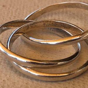Ασημένιο Χειροποίητο Δαχτυλίδι 925. Εσωτερική Διάμετρος 2 εκατοστά.