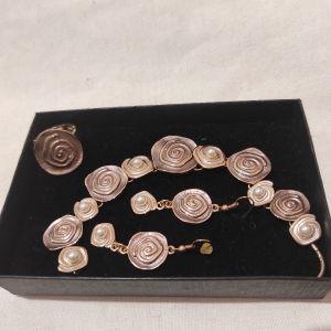 Σετ κοσμημάτων, κολιέ, σκουλαρίκια και δαχτυλίδι σε ροζ χρυσές αποχρώσεις