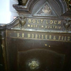 Παλιό χρηματοκιβωτιο εβραϊκό