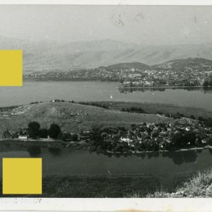 """Συλλεκτική Καρτ Ποστάλ Ιωαννίνων δεκ. 1950 με τίτλο """" Άποψις νήσου Ιωαννίνων """" αριθ. σειράς 104 Σ. Γ. Janina Postcard Epirus Ήπειρος island lake"""