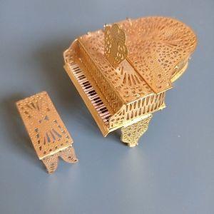 Πιάνο μινιατούρα με αποθηκευτικό χώρο