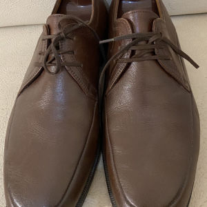 extremely gorgeous genuinely leather lace up by Bally in excellent condition size 41