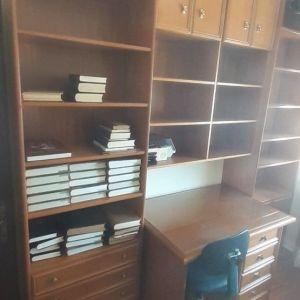 Βιβλιοθήκη με γραφείο