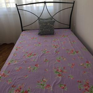 Κρεβάτι μαζί με στρωμα110χ200