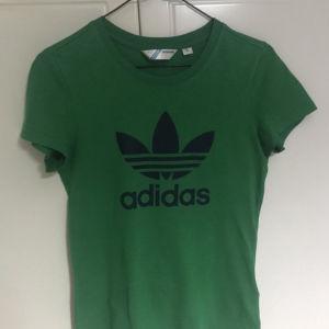 Adidas πράσινη γυναικεία μπλουζα