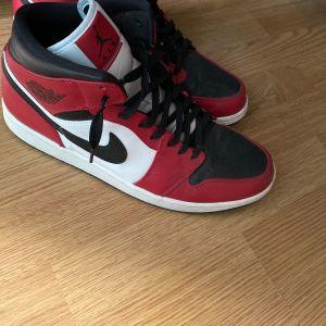 Sneaker Jordan mid chikago
